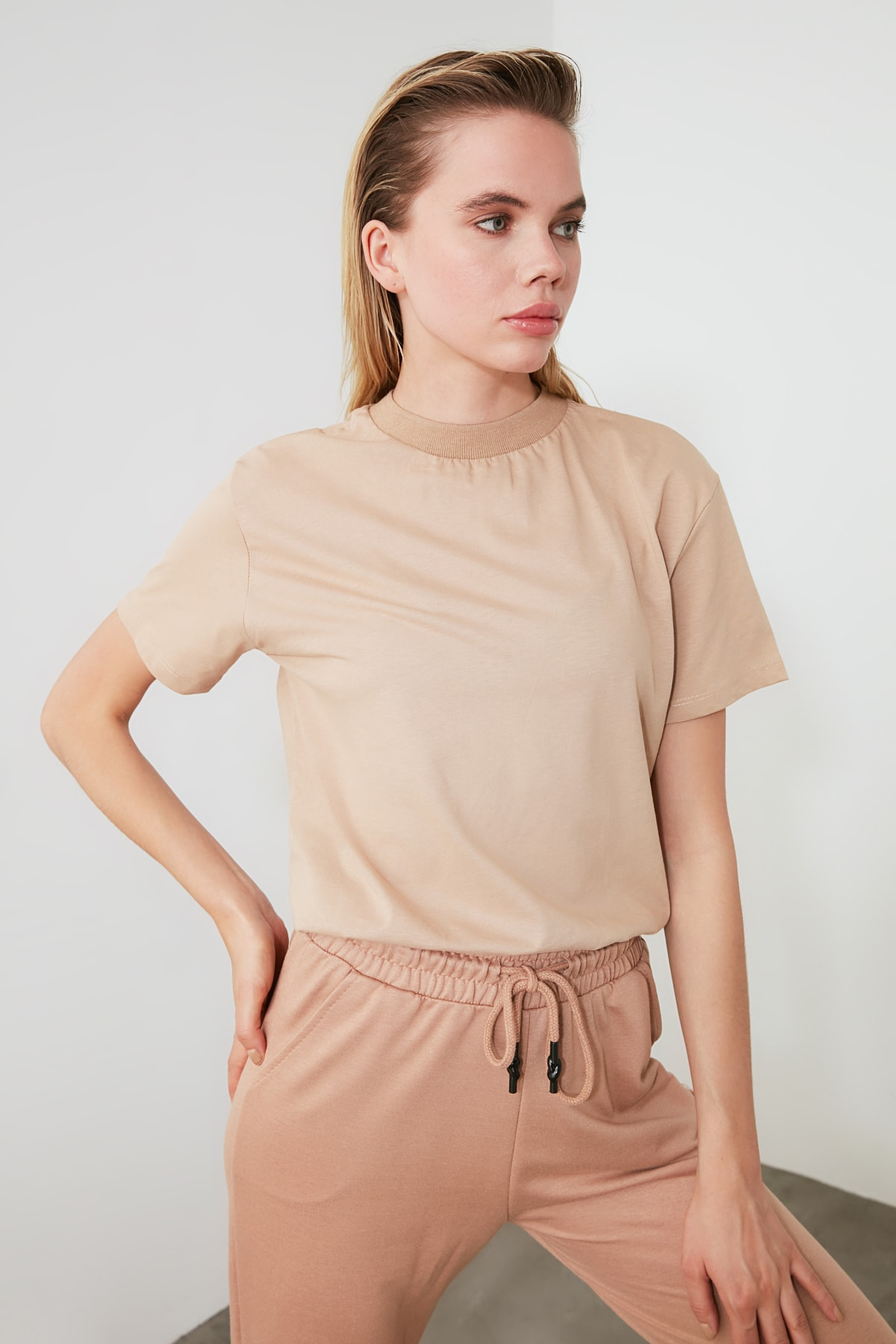 TRENDYOLMİLLA Camel Dik Yaka Örme T-Shirt TWOAW20TS0096 2