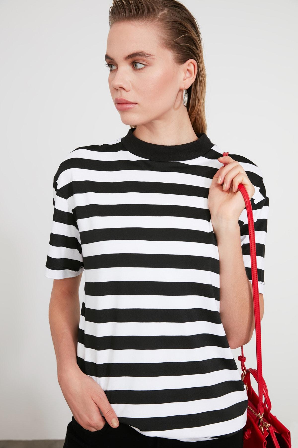 TRENDYOLMİLLA Siyah Beyaz Çizgili Dik Yaka Basic Örme T-shirt TWOAW20TS0096 1