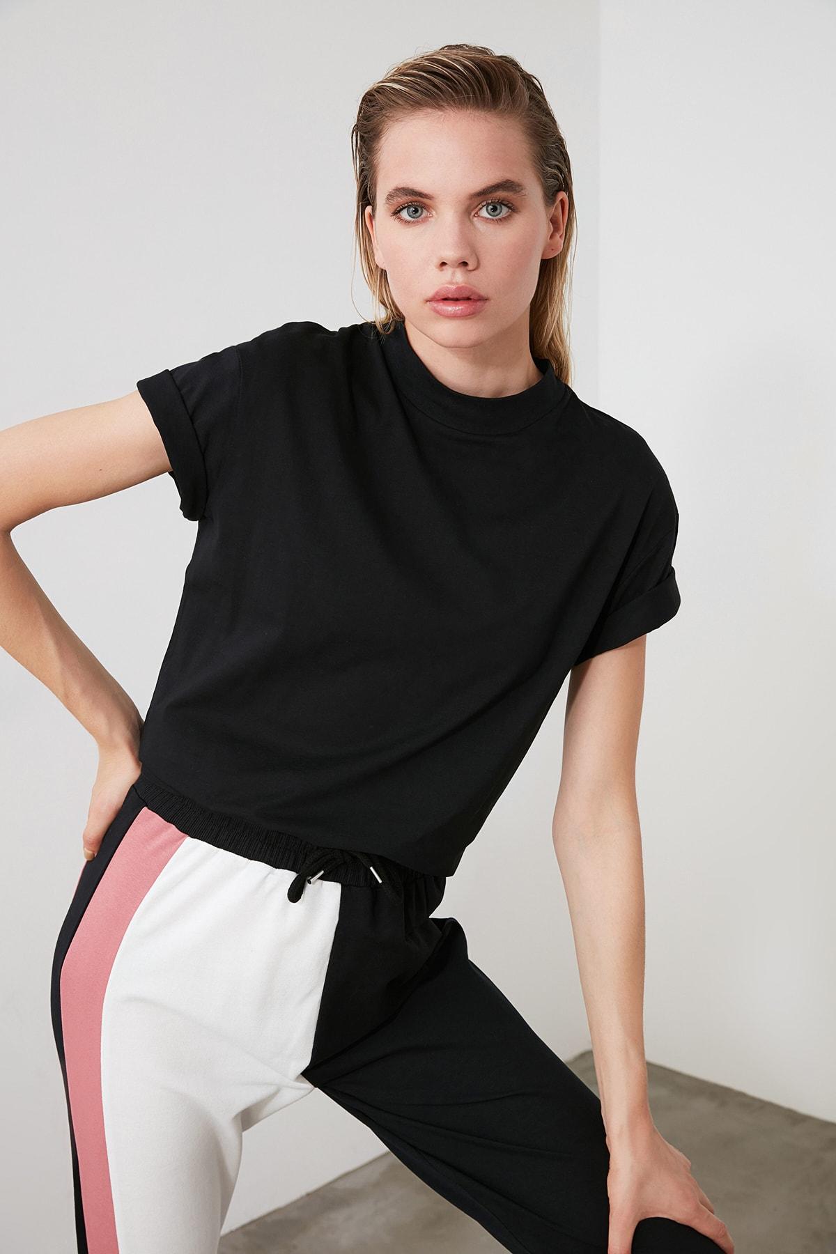 TRENDYOLMİLLA Siyah Dik Yaka Basic Örme T-shirt TWOAW20TS0096 2