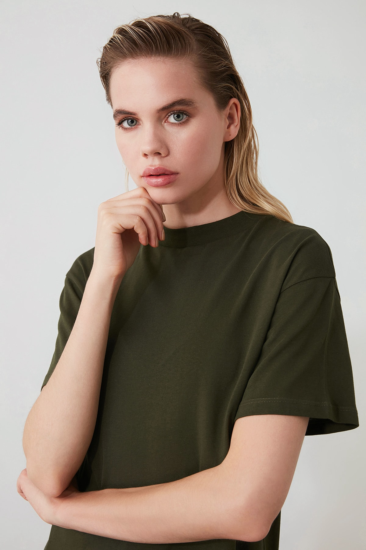 TRENDYOLMİLLA Haki Dik Yaka Basic Örme T-Shirt TWOAW20TS0096 2