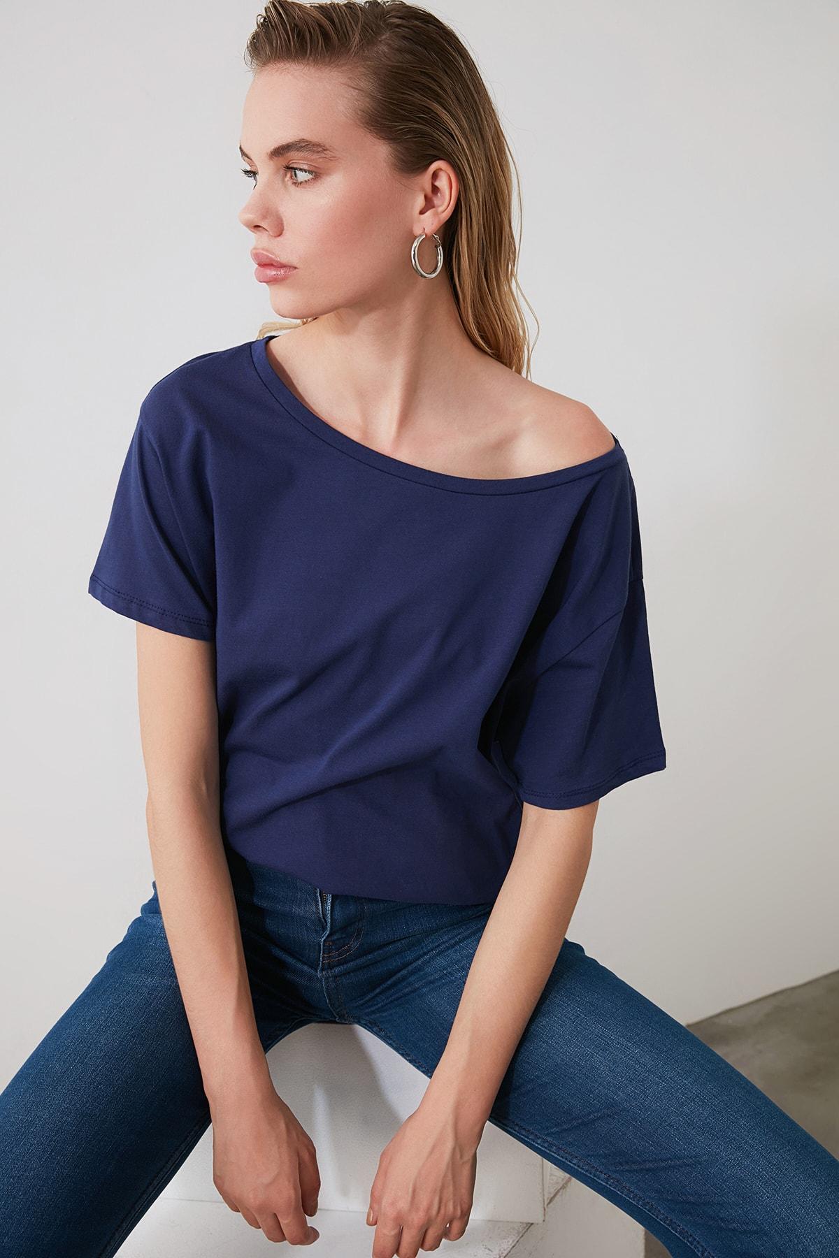 TRENDYOLMİLLA Lacivert %100 Pamuk Kayık Yaka Boyfriend Örme T-Shirt TWOSS20TS0140 2