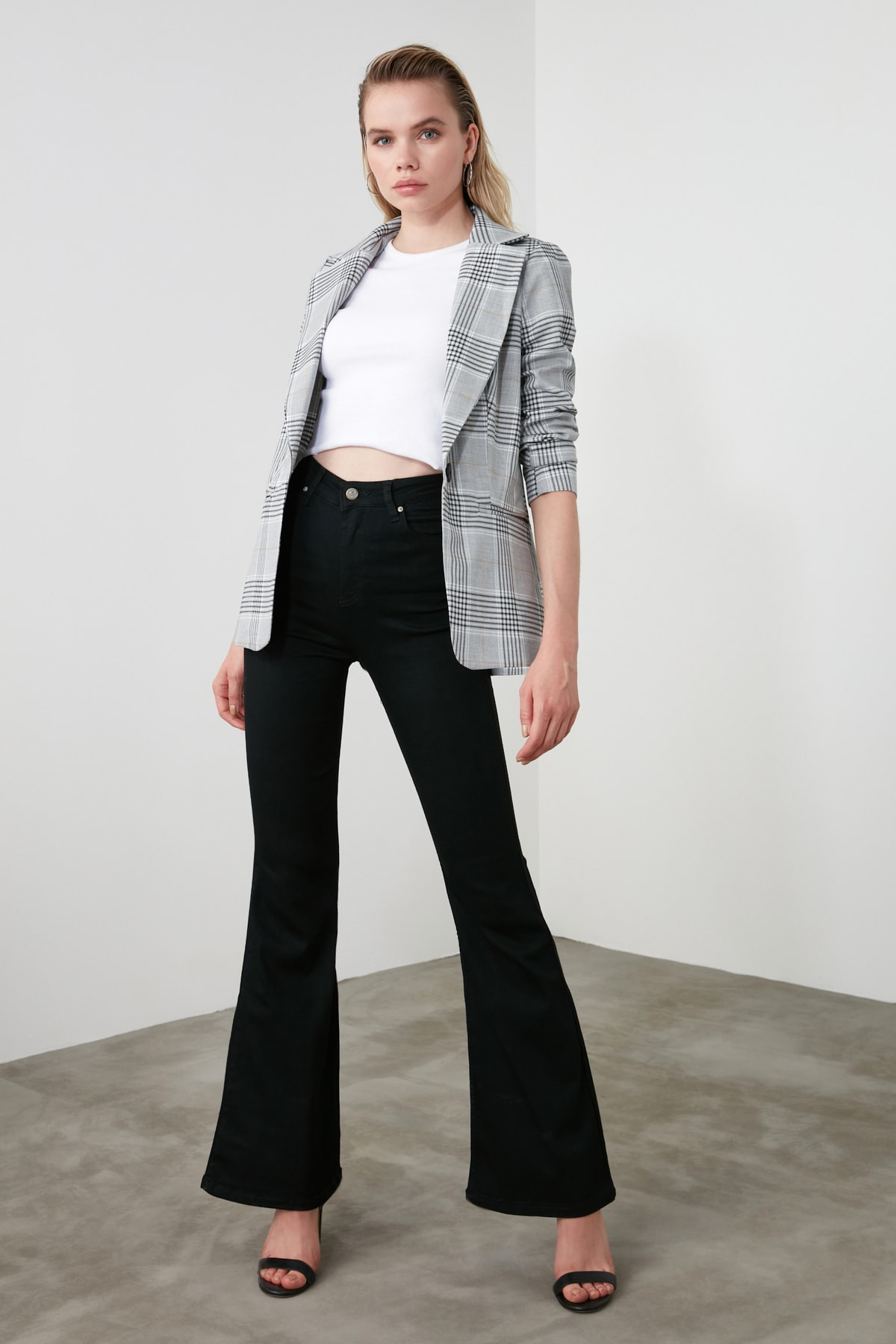 TRENDYOLMİLLA Siyah Yüksek Bel Flare Jeans TWOAW21JE0247 2