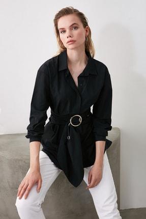 TRENDYOLMİLLA Siyah Toka Detaylı Gömlek TWOAW20GO0099