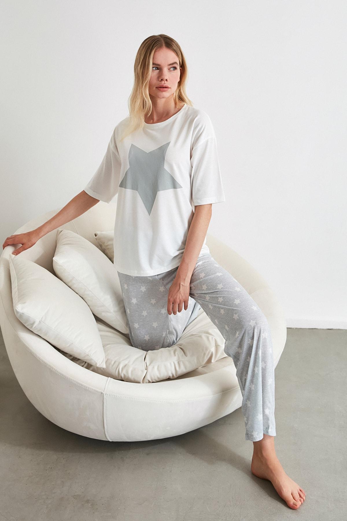 TRENDYOLMİLLA Yıldız Desenli Örme Pijama Takımı THMAW21PT0160 1