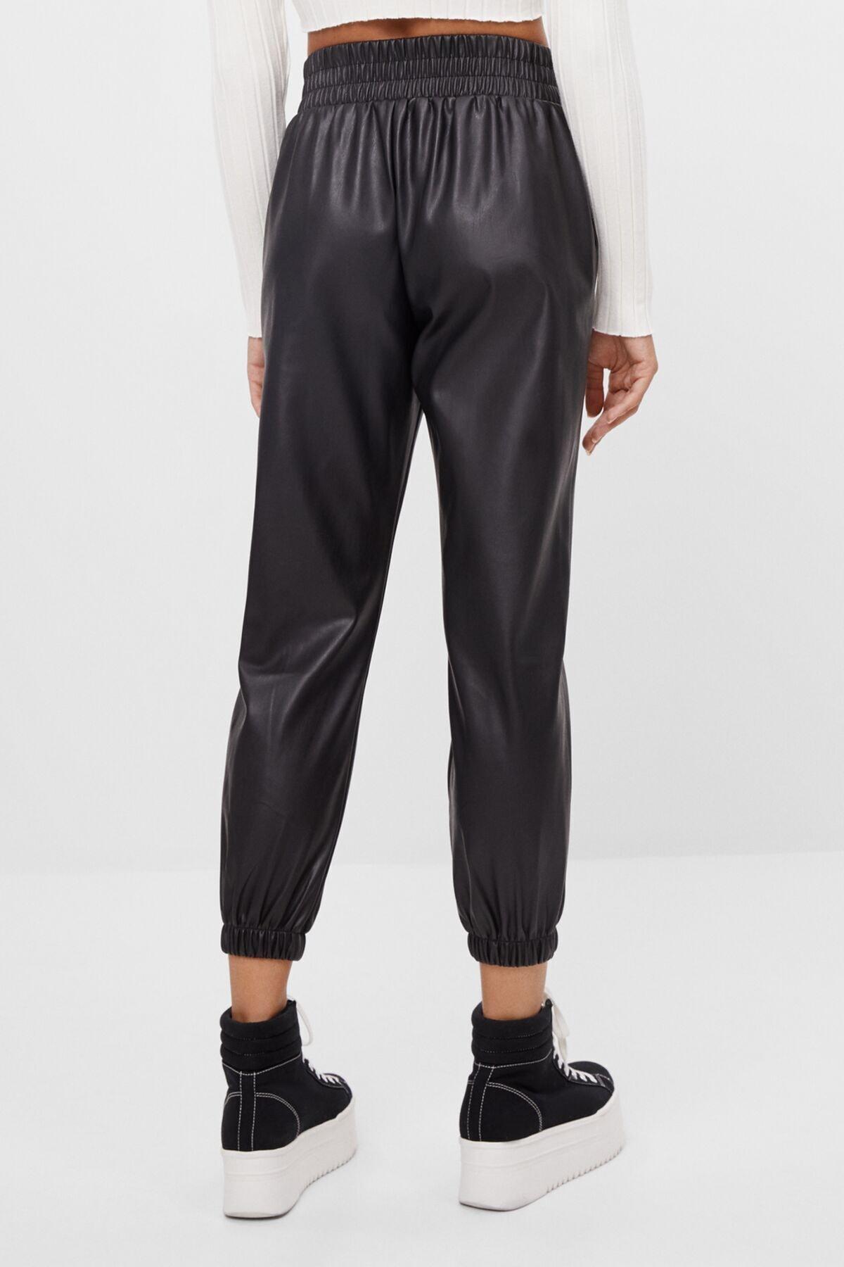 Bershka Kadın Siyah Deri Efektli Jogger Pantolon 2