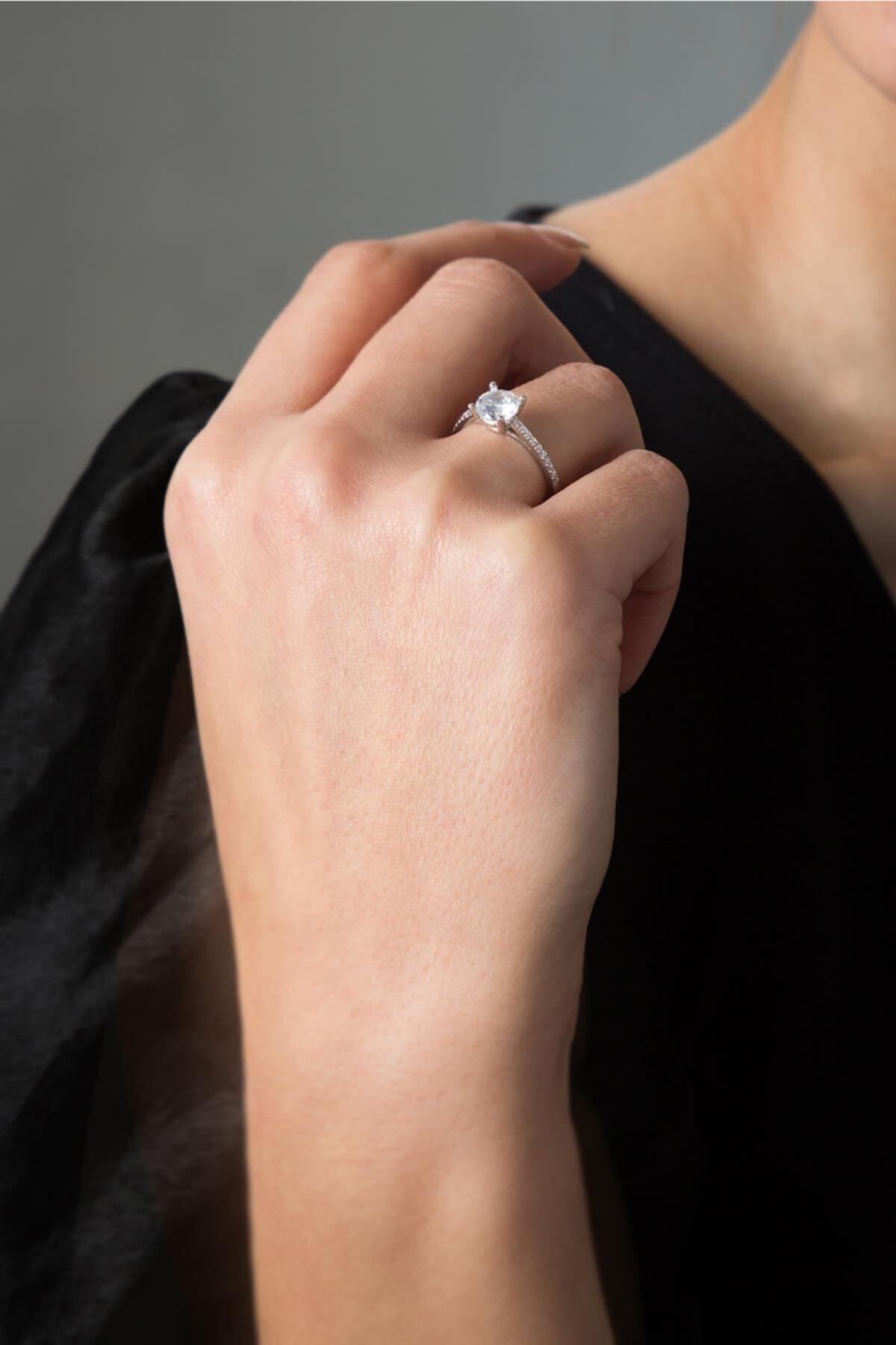 Elika Silver Kadın Tek Sıra Tek Taş Gümüş 925 Ayar Gümüş Yüzük 1