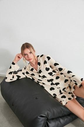 TRENDYOLMİLLA Siyah Kalp Desenli Dokuma Pijama Takımı THMAW21PT0043