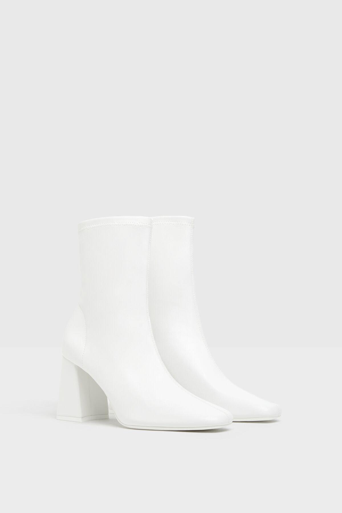 Bershka Kadın Beyaz Topuklu Streç Bilekte Bot 11125660 1