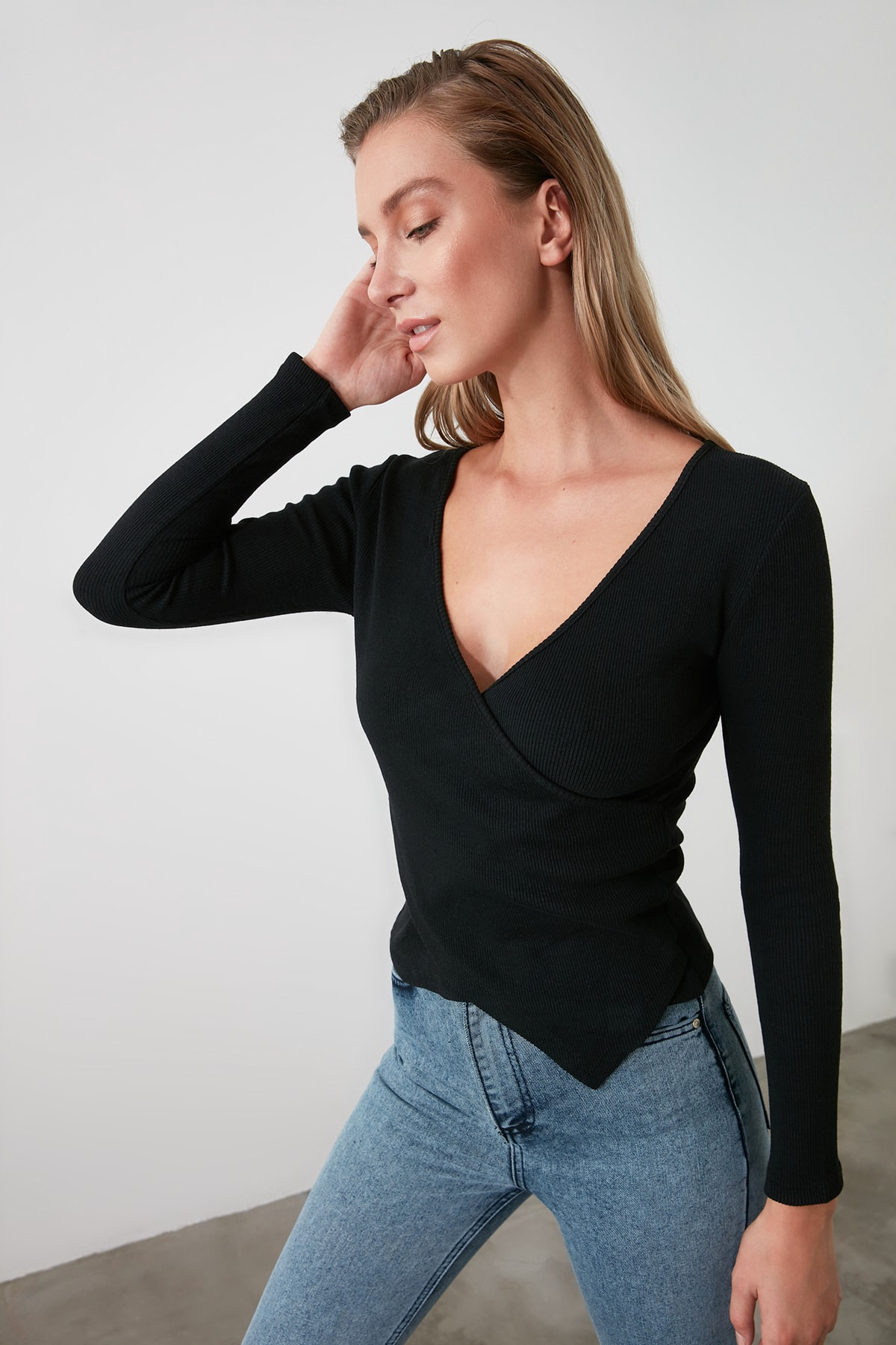 TRENDYOLMİLLA Siyah Kruvaze Örme Bluz TWOAW21BZ1274 1