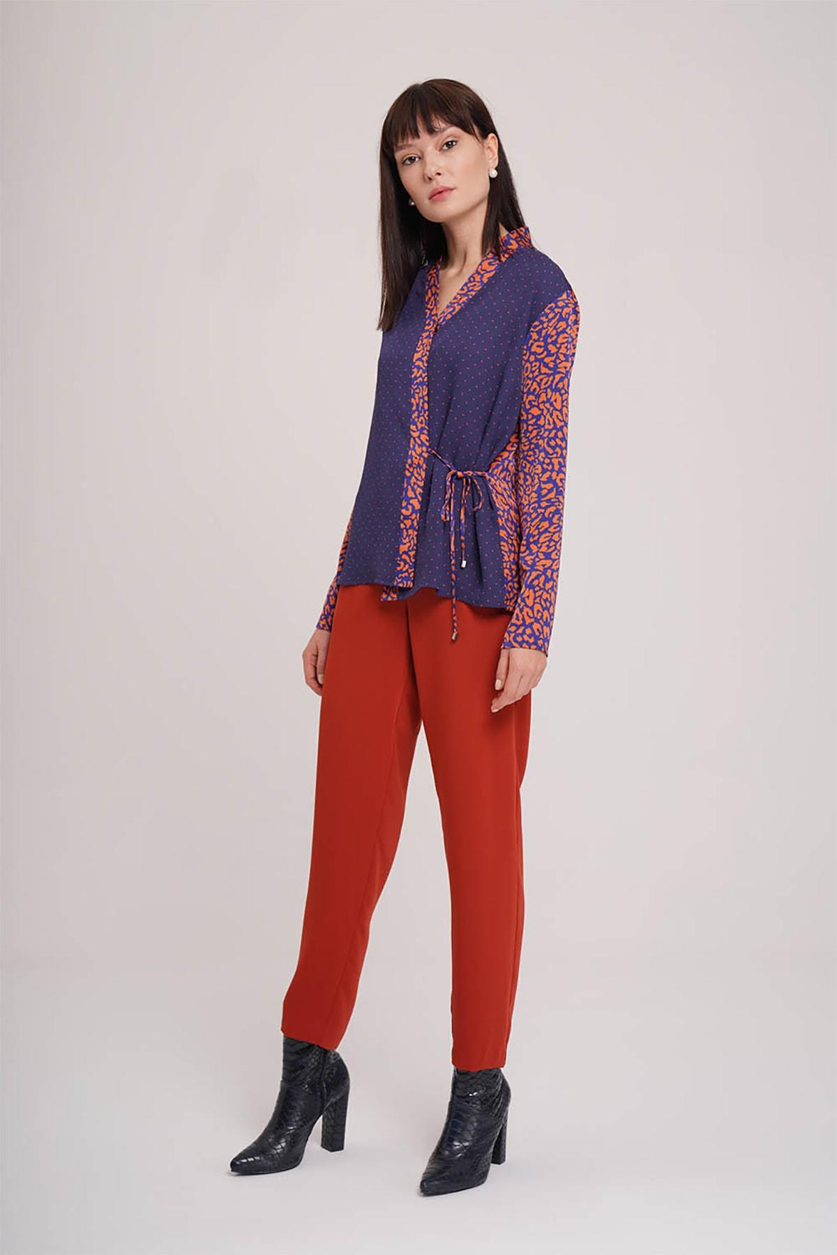 Mizalle Kadın Lacivert Yandan Bağlı Desenli Bluz  19KGMZL1012020