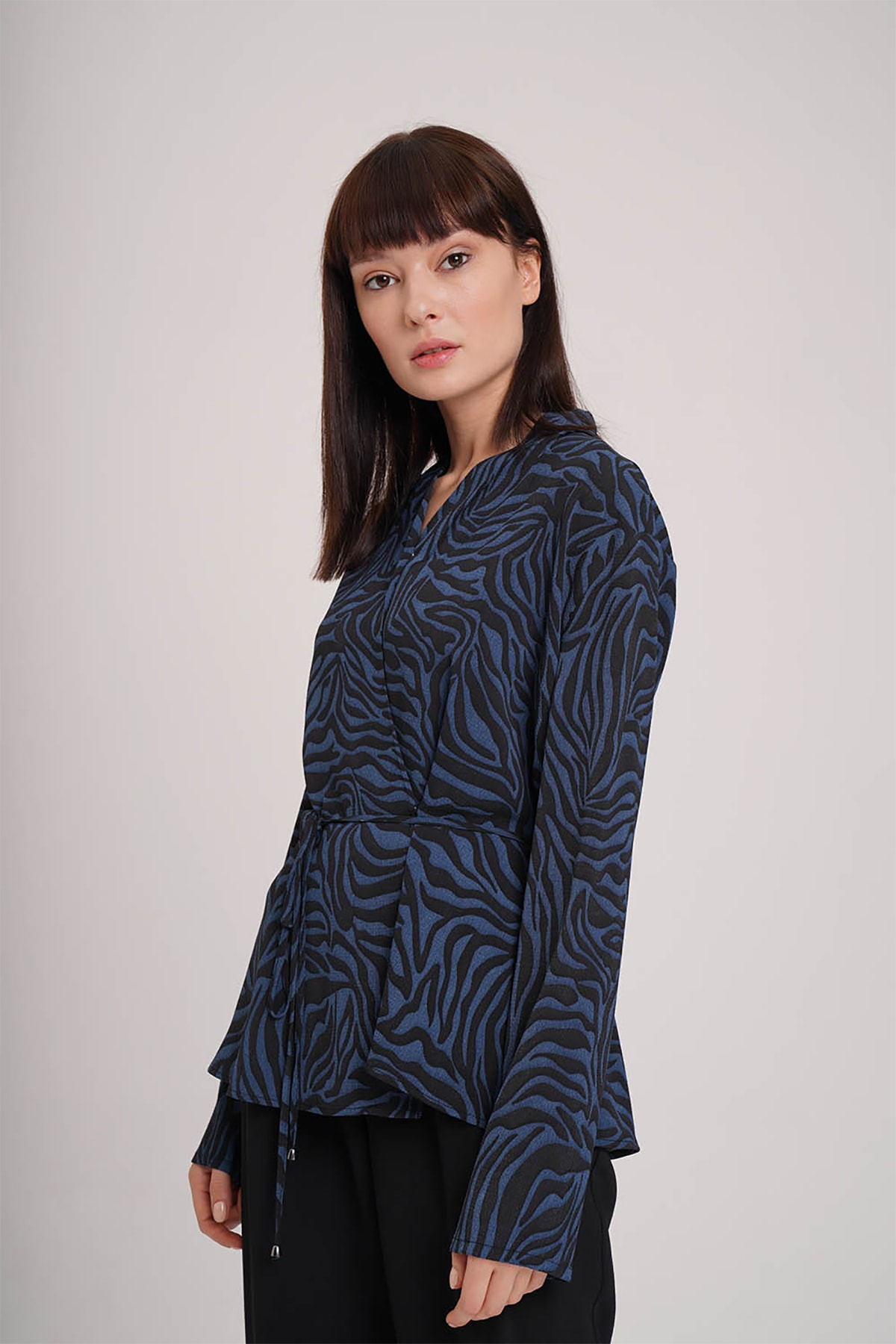 Mizalle Kadın Indigo Zebra Desenli Bluz  19KGMZL1012021