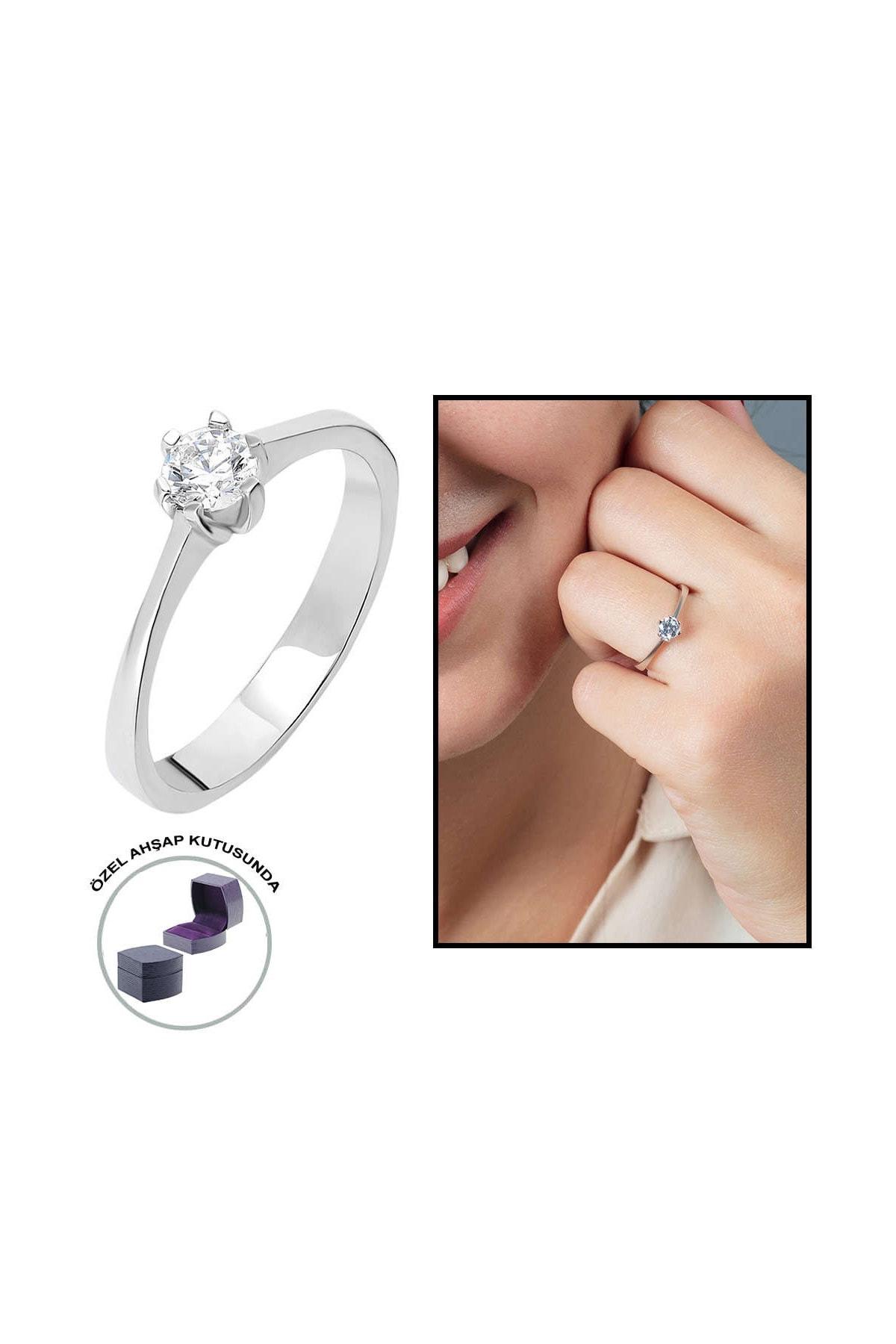 Tesbihane Starlight Diamond Pırlanta Montür Oval Tasarım 925 Ayar Gümüş Bayan Tektaş Yüzük 102001791