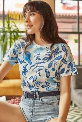 Olalook Kadın Ekru Mavi Çiçek Baskılı T-shirt TSH-19000161