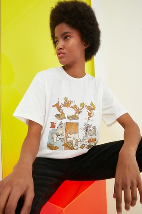 TRENDYOLMİLLA Ekru Tom & Jerry Lisanslı Baskılı Boyfriend Örme T-Shirt TWOSS20TS0394