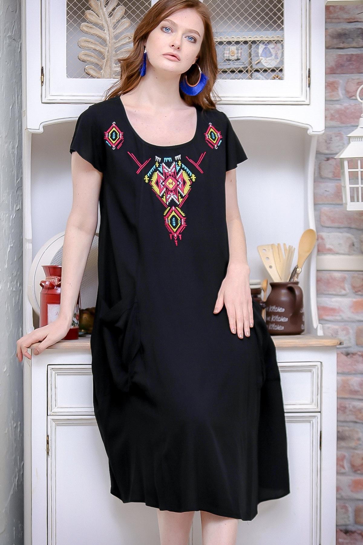 Chiccy Kadın Siyah Bohem Yakası Tribal Nakışlı Dev Cep Detaylı Oversize Dokuma Elbise M10160000EL97139