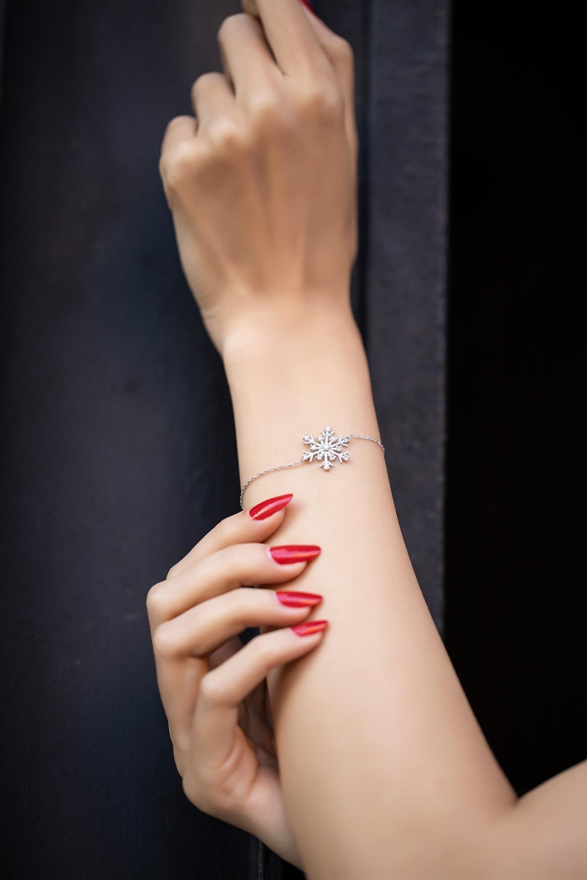 İzla Design Kadın Kar Tanesi Model Zirkon Taşlı Gümüş Bileklik İZLASLVR00369 2