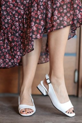 Mio Gusto Suzanne Beyaz Rugan Kısa Topuklu Sandalet