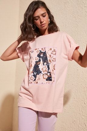 TRENDYOLMİLLA Pudra Baskılı Boyfriend Örme T-Shirt TWOSS20TS0806