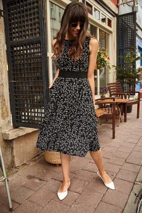 Olalook Kadın Siyah Cepli Minik Beyaz Çiçekli Kloş Elbise ELB-19000480