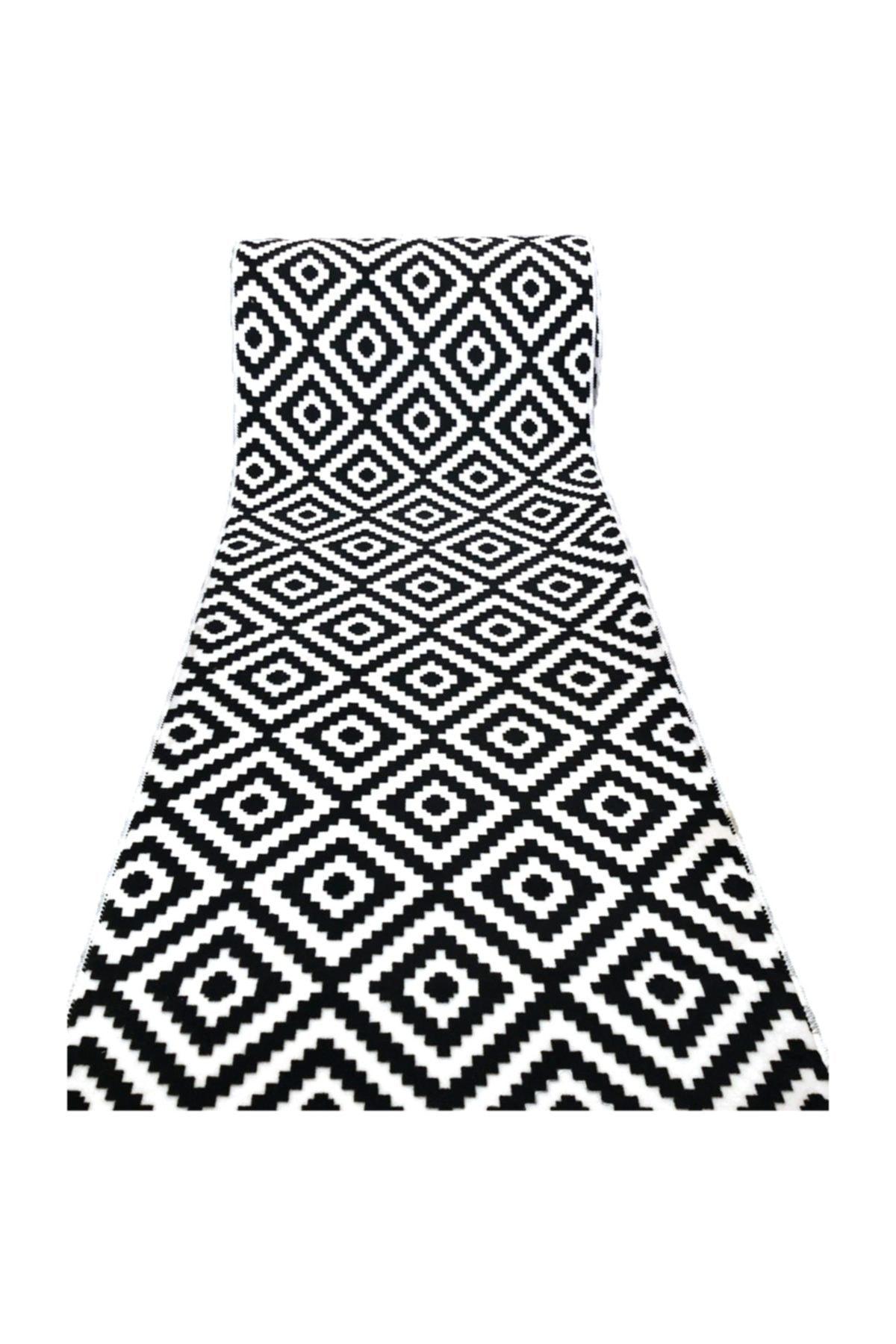 AKSU Halı Siyah Beyaz Piramit Desen Kaydırmaz Taban Halı Yolluk 1