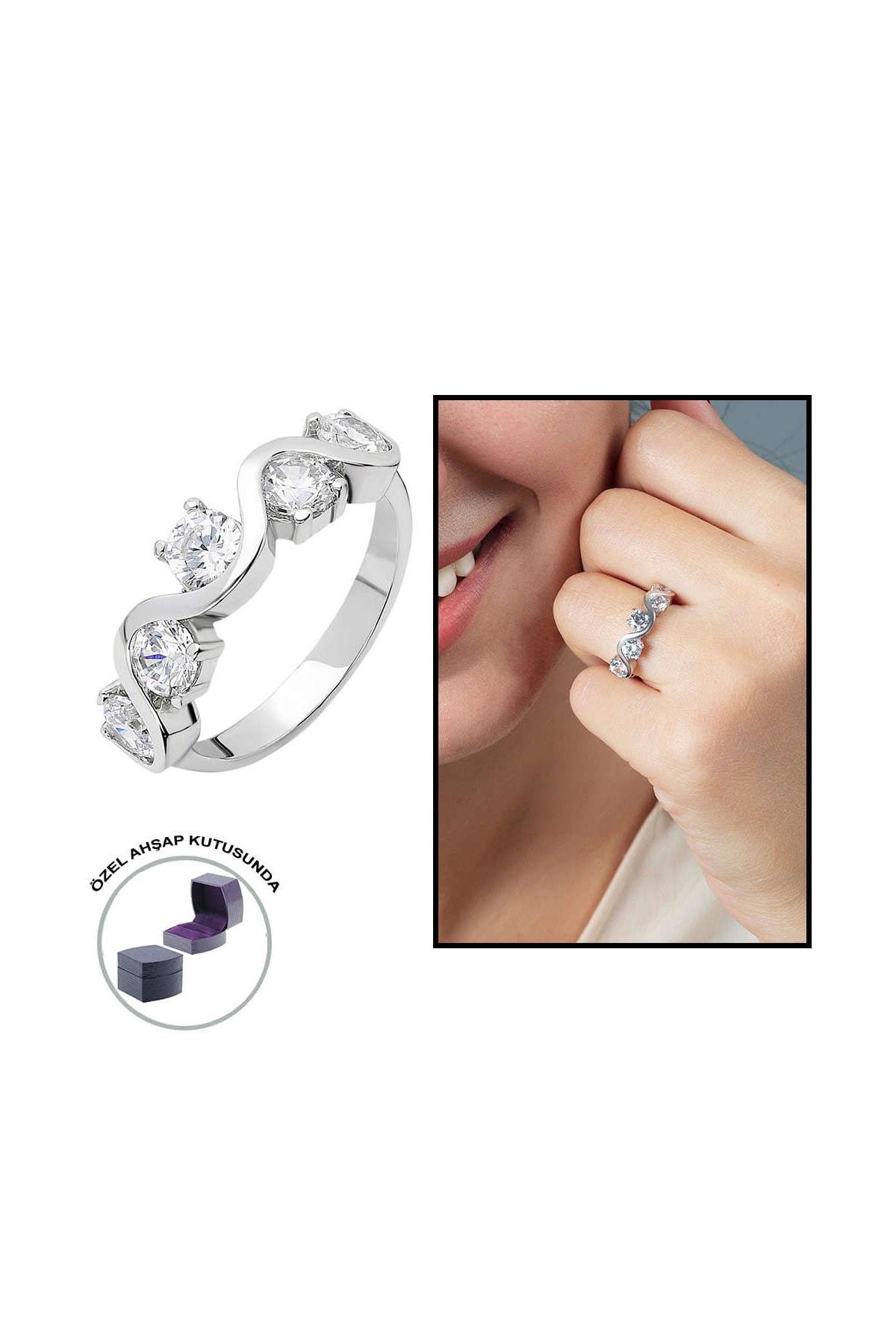 Tesbihane Starlight Diamond Pırlanta Montür Asimetrik 925 Ayar Gümüş Bayan Beştaş Yüzük 102001810