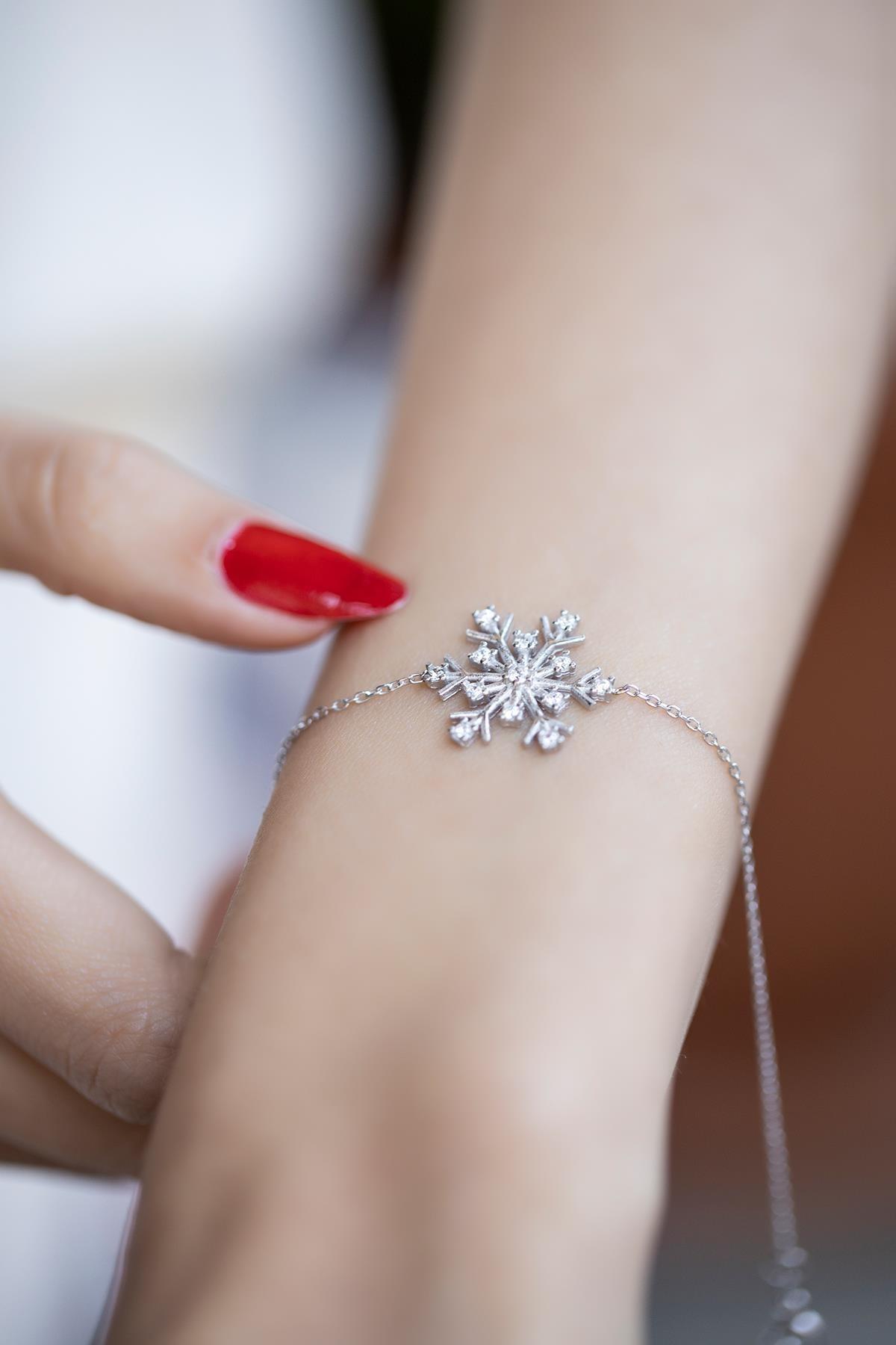 İzla Design Kadın Kar Tanesi Model Zirkon Taşlı Gümüş Bileklik İZLASLVR00369