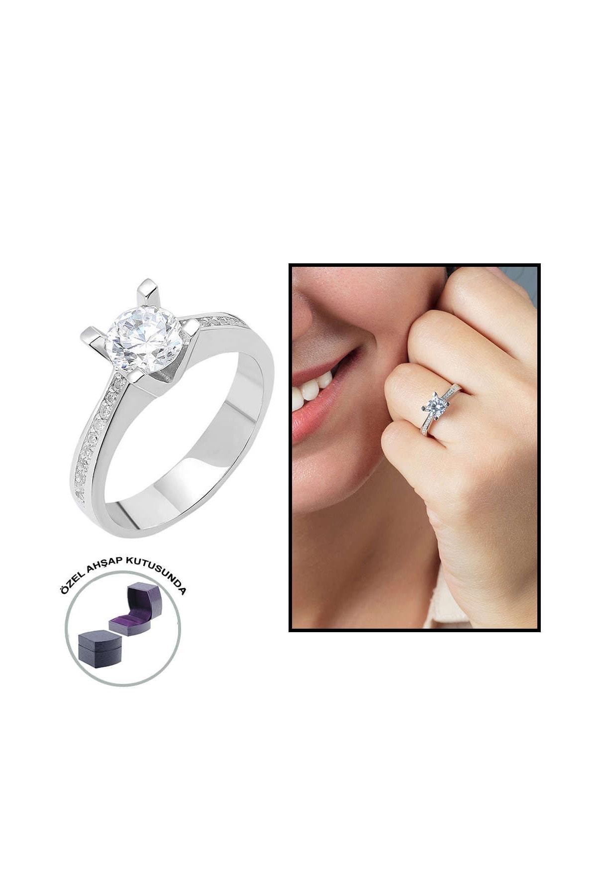 "Tesbihane Starlight Diamond Pırlanta Montür ""V"" Tasarım 925 Ayar Gümüş Bayan Tektaş Yüzük 102001797"