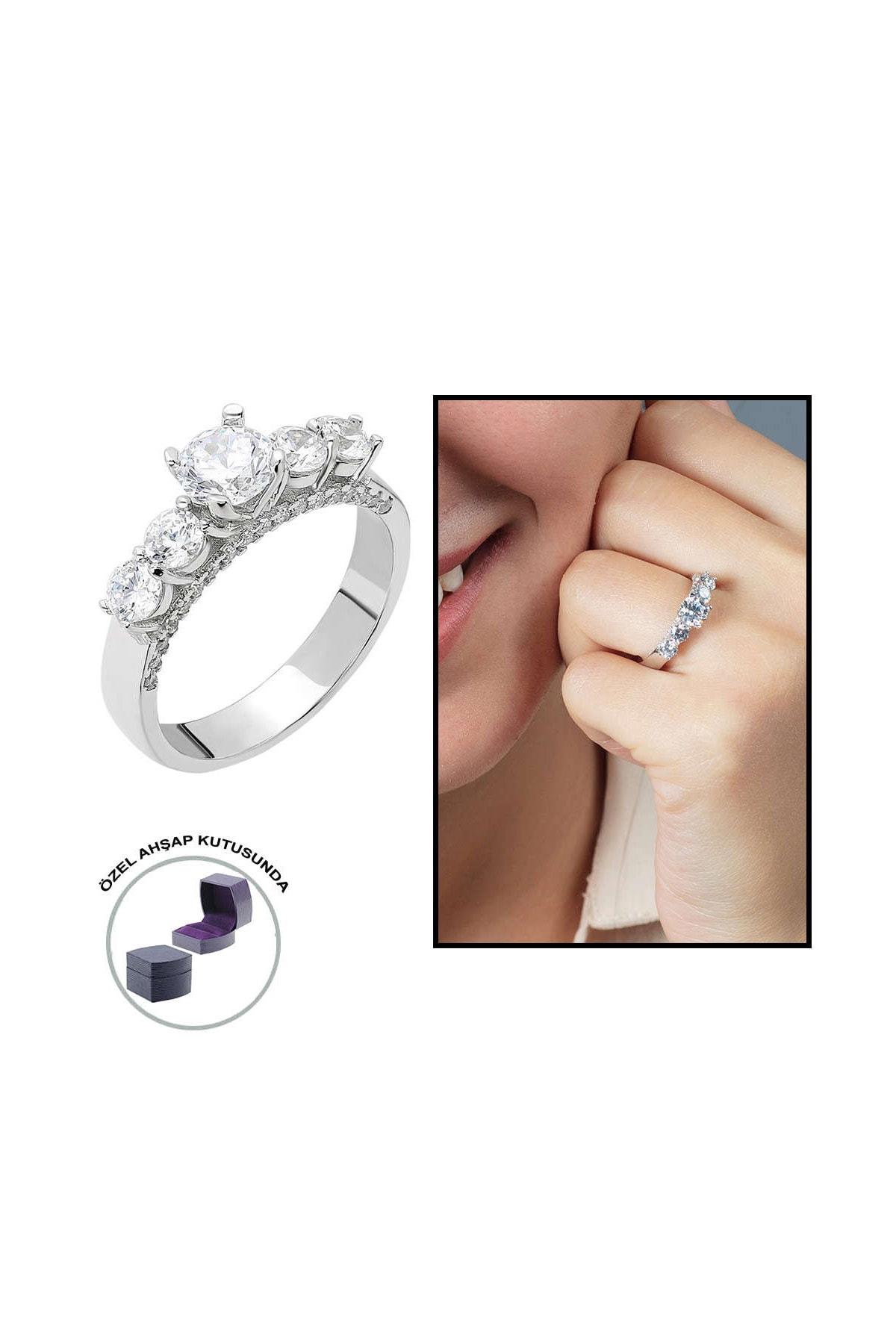 Tesbihane Starlight Diamond Pırlanta Montür Zarif Tasarım 925 Ayar Gümüş Bayan Beştaş Yüzük 102001812