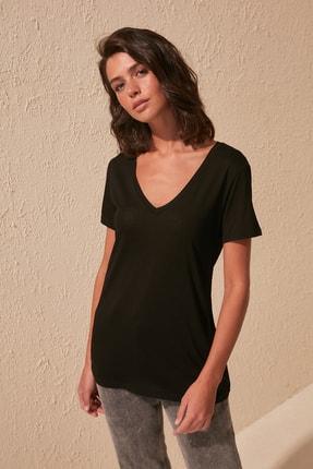 TRENDYOLMİLLA Siyah Viskon Karışımlı V Yaka Basic Örme T-Shirt TWOSS20TS0131
