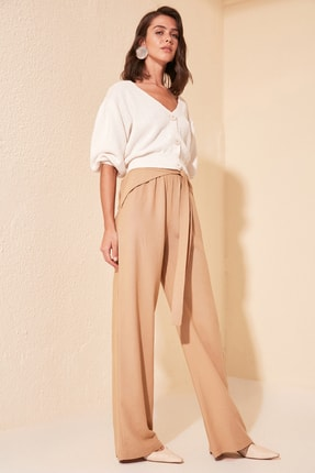 TRENDYOLMİLLA Krem Bağlama Detaylı Pantolon TWOSS20PL0369