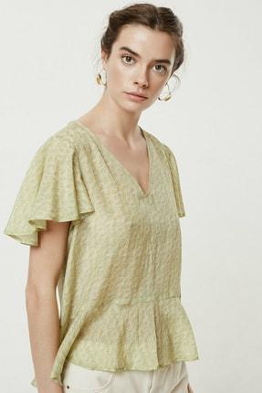 Yargıcı Kadın Sarı Desenli V Yaka Volanlı Bluz 0YKGM6178A