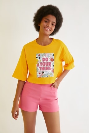 TRENDYOLMİLLA Turuncu Loose Crop Baskılı Örme T-Shirt TWOSS21TS2777