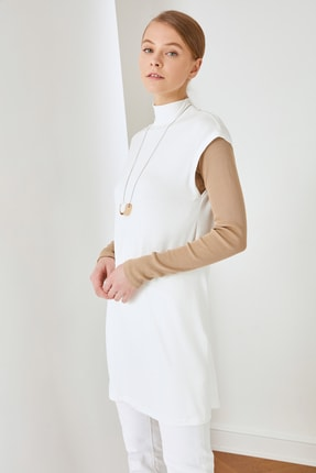 Trendyol Modest Beyaz Dik Yaka İçlik Viskon İnce Örme Tunik TCTSS21TN0249