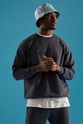 DeFacto Erkek Antrasit Bisiklet Yaka Nakışlı Oversize Fit Sweatshirt