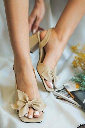 Fiyonklu Topuklu Sandalet