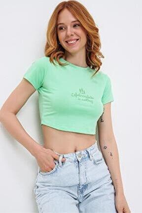 Kadın Yeşil Bisiklet Yaka Pamuklu Nakış Detaylı Crop T-shirt 21s402