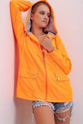 Kadın Turuncu Kapüşonlu Su Geçirmez Ceket Nz00001