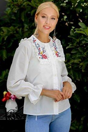 Kadın Beyaz Gül Nakışlı Fırfır Detaylı Düğmeli Kolları Volanlı Dokuma Bluz M10010200BL94899