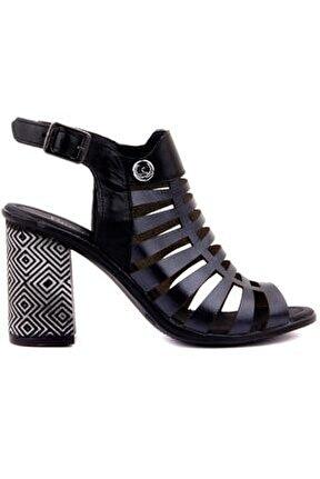 Siyah Renk Tokalı Kadın Sandalet