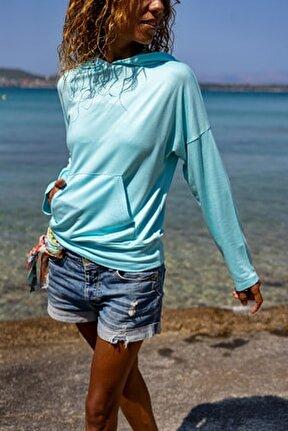 Kadın Turkuaz Kanguru Cepli Kapüşonlu Sırtı Baskılı Yumuşak Dokulu Sweatshirt GK-BST3171