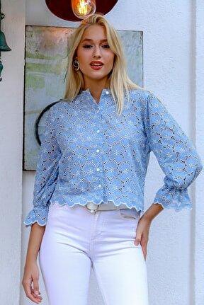 Kadın Mavi Fisto Çiçek Nakışlı Düğme Detaylı Etek Ucu Dilimli Kolları Volanlı Bluz M10010200BL94870
