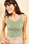 Kadın Çağla Yeşili Kadın Ajurlu Çiçek Nakışlı Askılı Crop Top Bluz 10101026