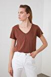 Kahverengi %100 Pamuk V Yaka Basic Örme T-Shirt TWOSS20TS0129
