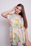 Kadın Geniş Sıfır Yaka Kısa Kol Önden Bağlamalı Yırtmaçlı Rahat Kesim Tshirt-
