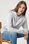 Kadın Sıcak Gri Regular Fit %100 Pamuk Kapüşonlu Logolu Sıfır Yaka Sweatshirt