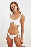 Beyaz Bağlama Detaylı Dokulu Bikini Altı TBESS21BA0334