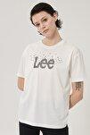 Kadın Kırık Beyaz Kısa Kollu %100 Pamuk Logolu Sıfır Yaka Tişört