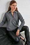 Gri Balıksırtı Desenli Örme Gömlek TWOAW20GO0487