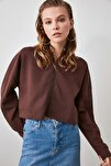 Kahverengi Kapüşonlu Crop Örme Sweatshirt TWOAW20SW0660