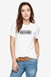 Days Gone Logo Baskılı Beyaz Kadın Örme Tshirt